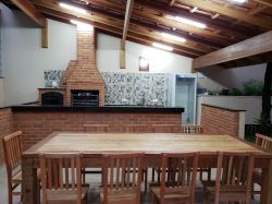 Churrasqueira 0,95 x 0,70 com forno acoplado, gabinete para pia, balcão de apoio